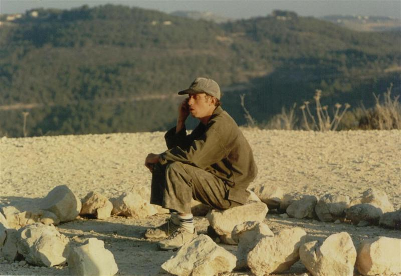 Sitting in the five minutes break allowed, Akban 24, 1999
